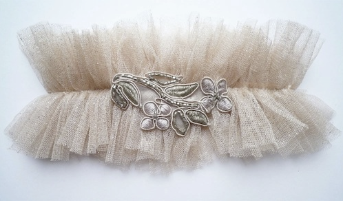 DIY wedding garter Source